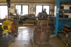 Einblick in den Werkstattbereich: demontierter Antriebsmotor vom Kompressor der Firma Fissler